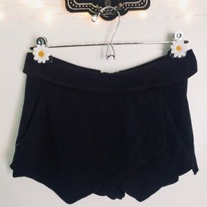 3/$30 Aritzia Talula Black Skort With Pockets